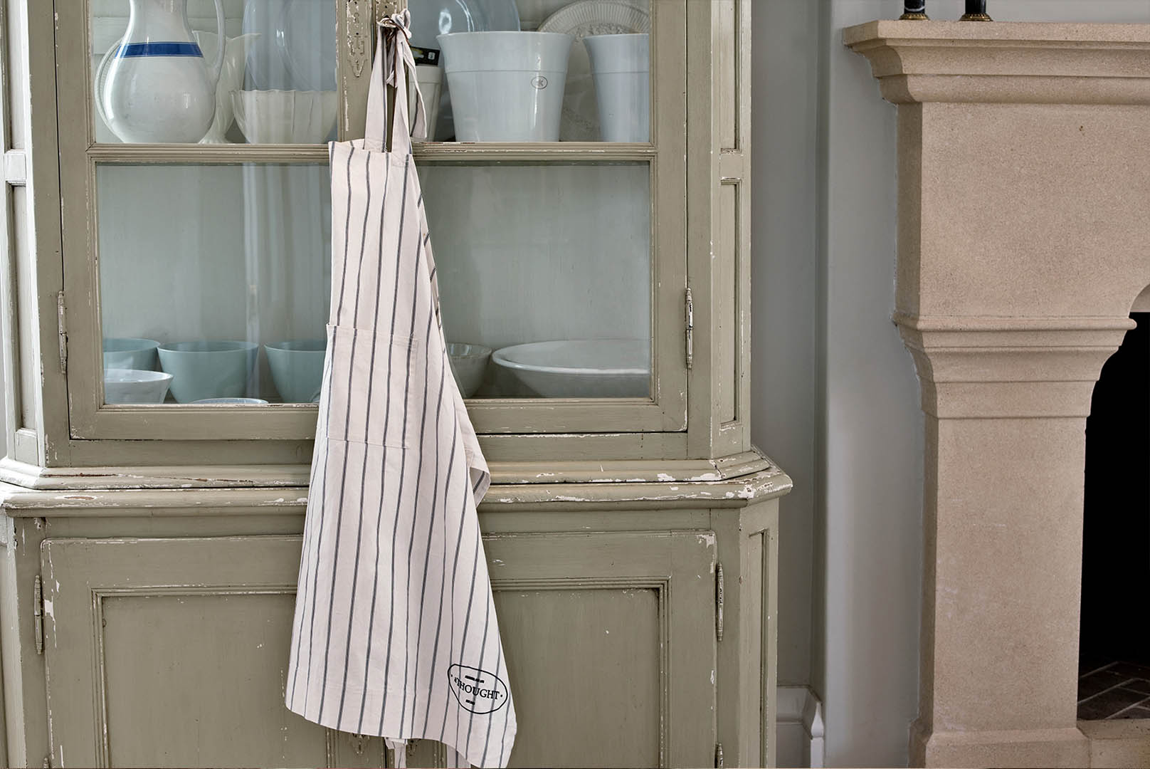White apron london - This Generous Wrap Around Apron Was Made At Out Of The Box A Centre That Teaches And Upgrades Skills In An Impoverished Urban Area In Johannesburg